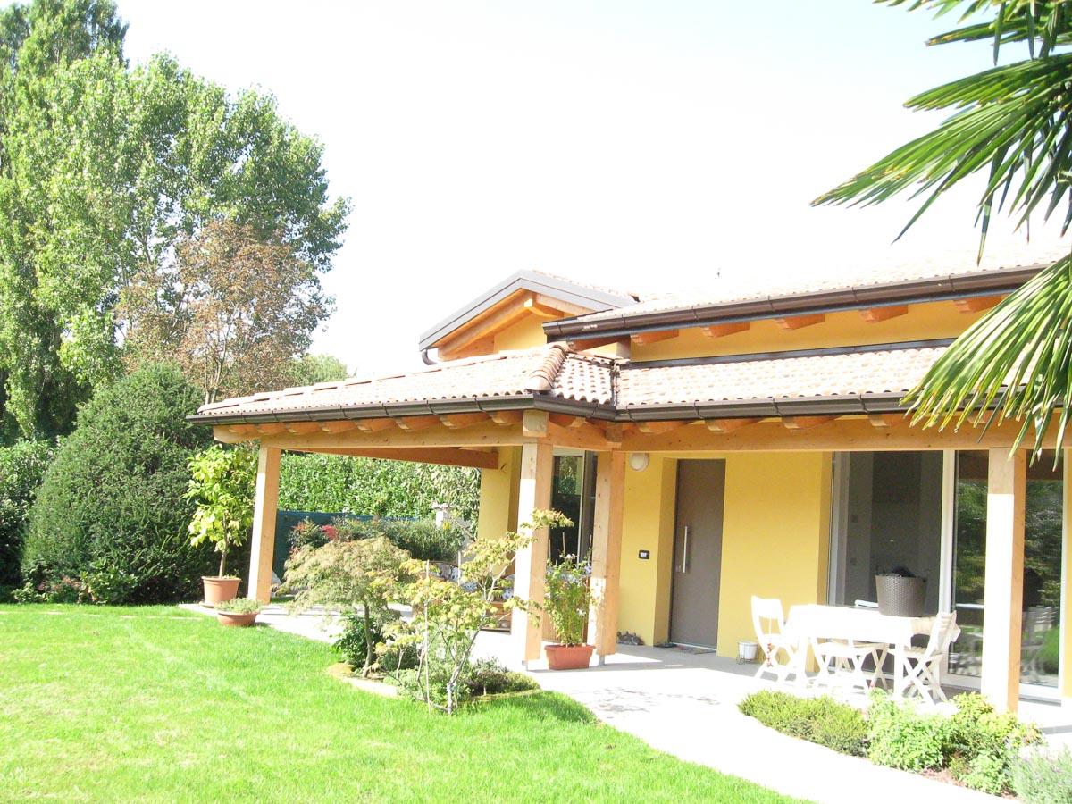 Villa prefabbricata in legno ultimazione villa for Villa legno